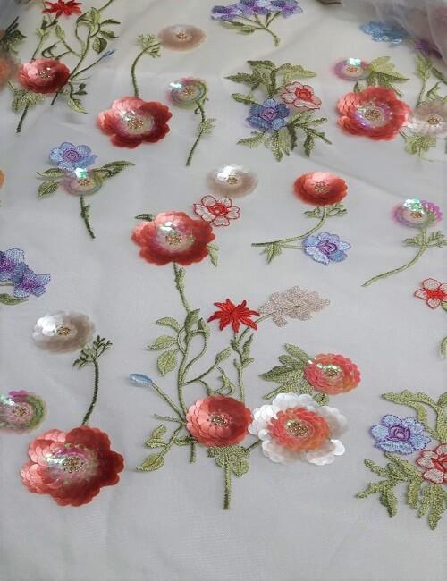 tulle ricamato con fiori in paillette